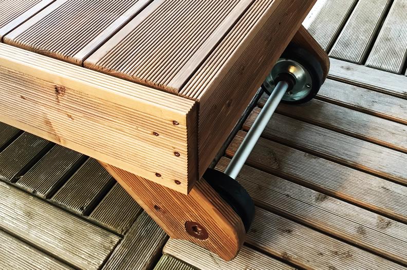 コンパクトなウッドデッキテーブル03
