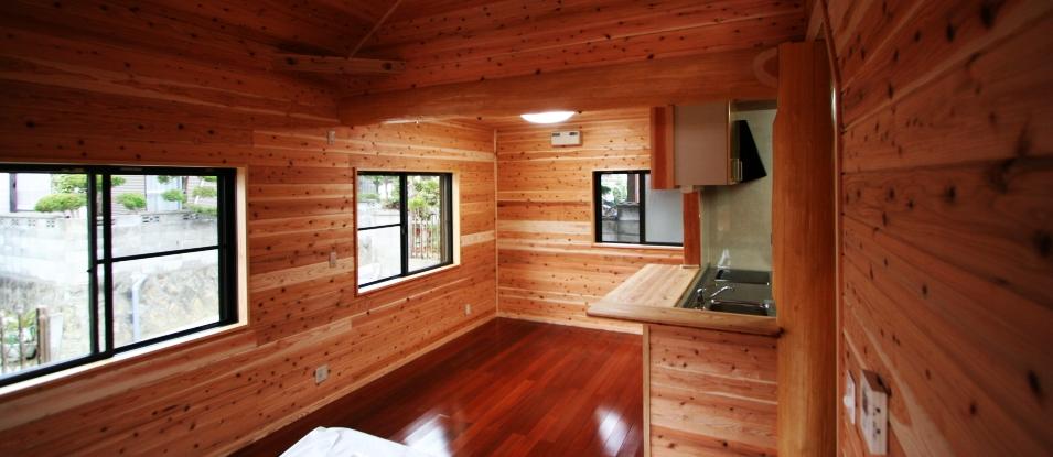質感豊かな杉材の室内空間