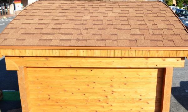 屋根はシングル葺き